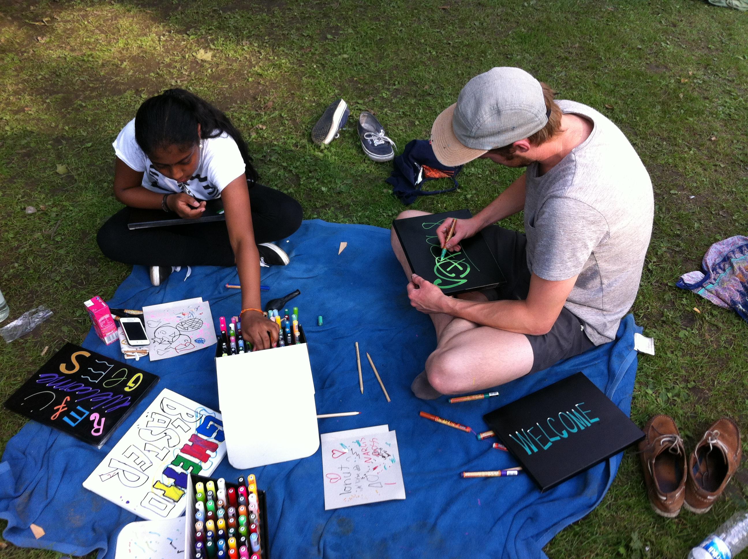 Leinwand-Workshop auf dem Willkommens- und Begegnungsfest im Westpark